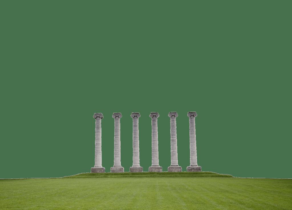 Columnas en medio del campo