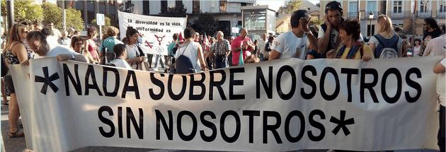 Pancarta con el lema del Movimiento de Vida Independiente: Nada sobre nosotros, sin nosotros.